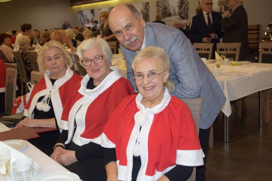 Eugeniusz Śniegocki z chórzystkami