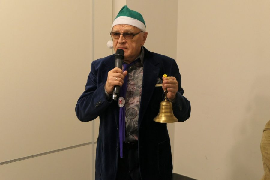 Józef Kozan z dzwonem z Ziemi Świętej